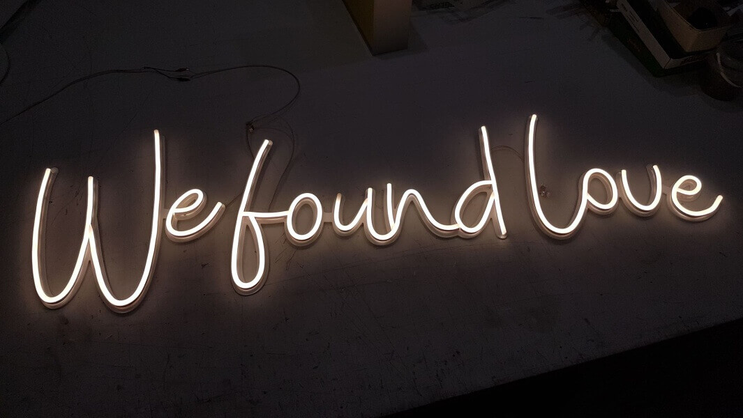 "Neon ""We found love"""